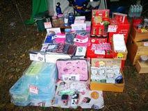 Mercado a vender sobre artículo que acampa del grupo que acampa de Tailandia Foto de archivo libre de regalías