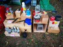 Mercado a vender sobre o artigo de acampamento do grupo de acampamento de Tailândia Imagem de Stock