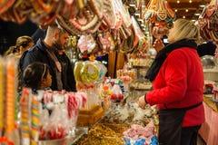 Mercado Weihnachtsmarkt de la Navidad de la tradición Fotos de archivo
