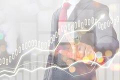 Mercado y finanzas de acción del hombre de negocios Imagen de archivo libre de regalías