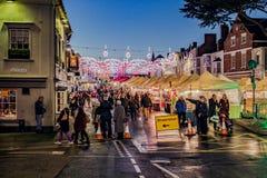 Mercado y luces de la Navidad Imagenes de archivo