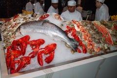 Mercado y restaurante de los mariscos de los pescados foto de archivo