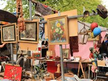 Mercadoria da feira da ladra imagens de stock