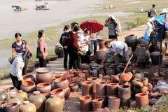 Mercados de la cerámica en Vietnam Imagen de archivo libre de regalías