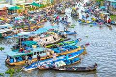 Mercados de los granjeros que apresuran mañana en el río Imágenes de archivo libres de regalías