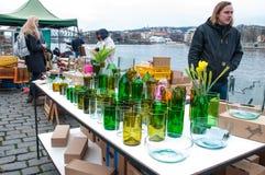 Mercados do ` dos fazendeiros na terraplenagem do rio de Vltava em Praga Foto de Stock Royalty Free