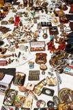 Mercancía del mercado de pulgas fotos de archivo
