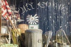 Mercancía seca del frente de la tienda general del vintage Fotos de archivo libres de regalías