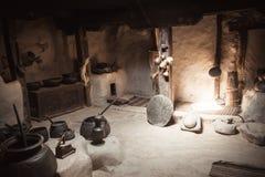 Mercancías antiguas de la cocina en el fuerte de Baltitt Valle de Hunza imagen de archivo