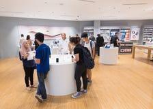 Mercancías de Apple en la alameda de Suria KLCC, Kuala Lumpur Imágenes de archivo libres de regalías