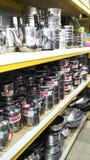 Mercancías del acero inoxidable en supermercado Foto de archivo