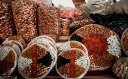 Mercancías deliciosas en el mercado Imagen de archivo libre de regalías