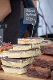 Mercancías para la venta en el festival de la comida de Farnham Imágenes de archivo libres de regalías