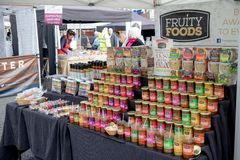 Mercancías para la venta en el festival de la comida de Farnham Foto de archivo