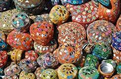 Mercancías para la venta en la tienda de souvenirs Foto de archivo libre de regalías
