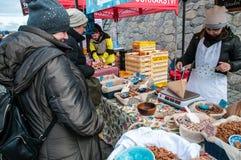 Mercati del ` degli agricoltori sull'argine del fiume della Moldava a Praga Fotografia Stock Libera da Diritti