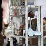 Mercato antico di Spitalfields Articolo da cucina d'annata al mercato delle pulci, Fotografia Stock Libera da Diritti