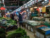 Mercato asiatico con variet? di venditori immagine stock