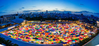 Mercato a Bangkok, acquisto di notte della seconda mano Fotografie Stock