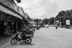 Mercato birmano di Nyaung-U, con le stalle che vendono gli oggetti differenti, vicino a Bagan, il Myanmar fotografia stock libera da diritti