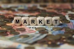 Mercato - cubo con le lettere, termini del settore dei soldi - segno con i cubi di legno immagine stock libera da diritti