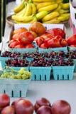 Mercato degli agricoltori dei canestri di frutta fotografia stock