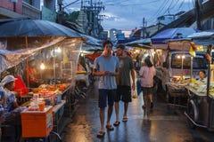 Mercato del bazar di notte in Surat Thani fotografie stock