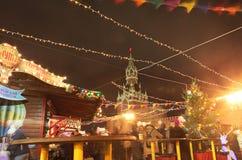 Mercato del nuovo anno di Natale vicino al grande magazzino della GOMMA, quadrato rosso, Mosca Fotografie Stock