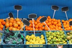 Mercato del ob delle casse della frutta fotografia stock