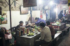 Mercato dell'alimento della via Hanoi, Vietnam Fotografia Stock
