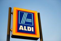 Mercato dell'alimento di Aldi dentro Ashton-sotto-Lyne, Manchester, Regno Unito Fotografie Stock