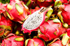 mercato della città con i frutti esotici Fotografie Stock