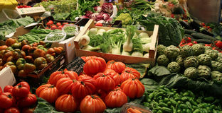Mercato della verdura fresca a Barcellona Spagna Immagini Stock Libere da Diritti