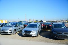 Mercato delle auto usate della seconda mano nella città di Vilnius Fotografia Stock