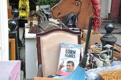 Mercato delle pulci del garage degli oggetti d'antiquariato Fotografia Stock