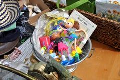 Mercato delle pulci del garage degli oggetti d'antiquariato Fotografia Stock Libera da Diritti