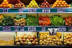 Mercato delle verdure e della frutta fresca Fotografia Stock Libera da Diritti