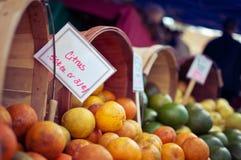 Mercato di frutta Immagini Stock