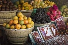Mercato di frutta dell'aria aperta del villaggio in Bali, Indonesia immagine stock libera da diritti