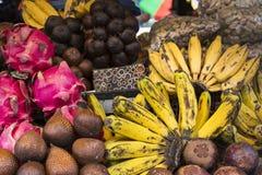 Mercato di frutta dell'aria aperta del villaggio in Bali, Indonesia immagine stock