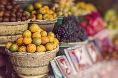 Mercato di frutta dell'aria aperta del villaggio in Bali, Indonesia immagini stock