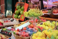Mercato di frutta locale italiano Fotografia Stock