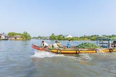 Mercato di galleggiamento alle strade trasversali di sette-modi (baia di Nga), Hau Giang di Phung Hiep Immagine Stock Libera da Diritti