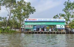 Mercato di galleggiamento alle strade trasversali di sette-modi (baia di Nga), Hau Giang di Phung Hiep Immagine Stock