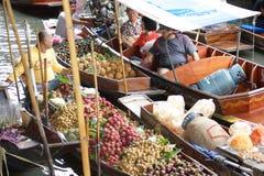 Mercato di galleggiamento, Damnoen Saduak, Tailandia fotografia stock