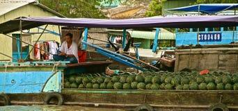 Mercato di galleggiamento del delta del Mekong, Vietnam Fotografia Stock