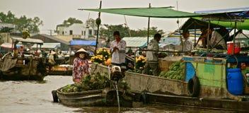 Mercato di galleggiamento del delta del Mekong, Vietnam Fotografia Stock Libera da Diritti