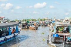 Mercato di galleggiamento del Mekong Fotografie Stock
