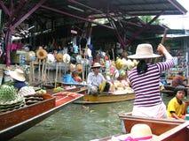 Mercato di galleggiamento della Tailandia Fotografie Stock Libere da Diritti
