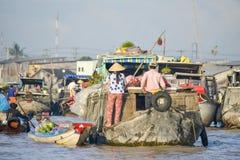 Mercato di galleggiamento, delta del Mekong, Can Tho, Vietnam Immagini Stock